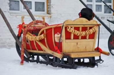 Schlitten vom Väterchen Frost werden von Pferden gezogen