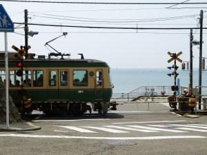 お盆の江ノ電は混雑