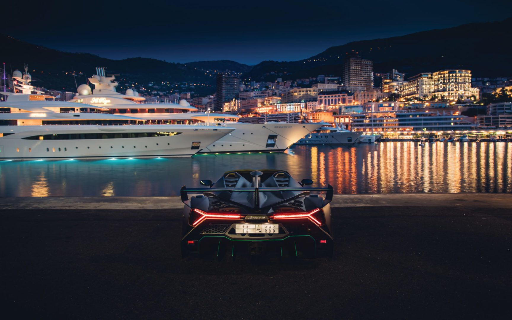 2015-Lamborghini-Veneno-Roadster-_5