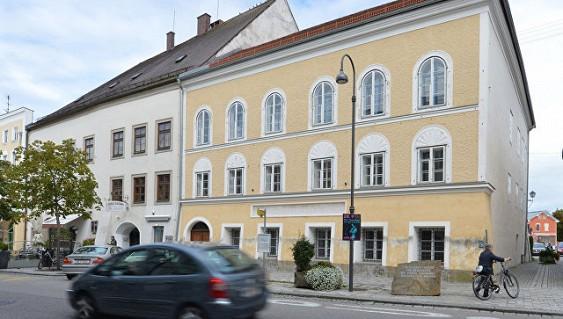 В родном городе Гитлера разыскивают его двойника