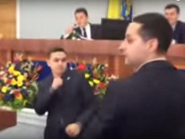ВУкраинском государстве народные избранники облсовета подрались из-за русского языка