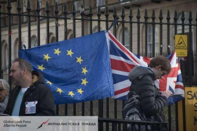 Британия хочет ввести визы для трудовых мигрантов из ЕС