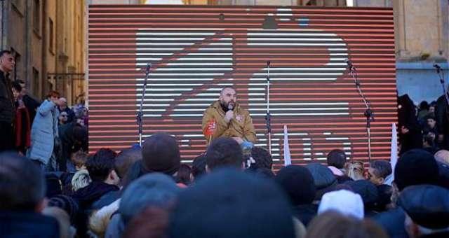 Митинг в поддержку телекомпании Рустави 2 у здания парламента Грузии