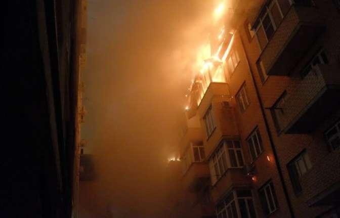 Пожар смногоэтажки перекинулся насоседний дом вКраснодаре