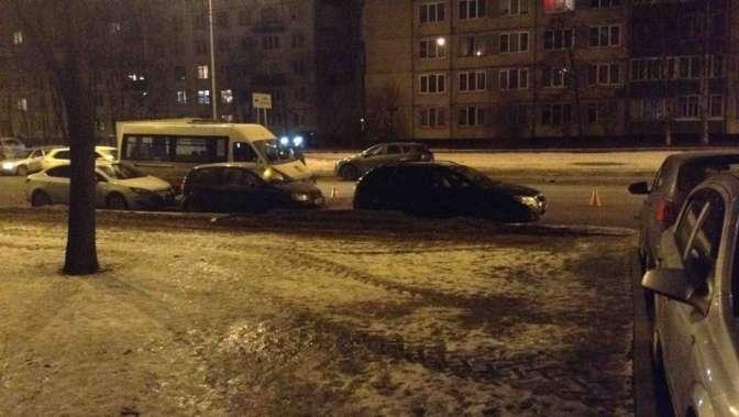 ВПетербурге микроавтобус насмерть сбил пожилую женщину