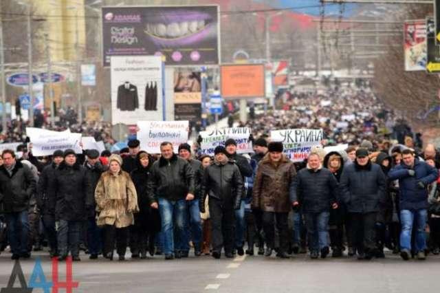В столице ДНР началось массовое шествие против невыполнения Киевом Минских соглашений