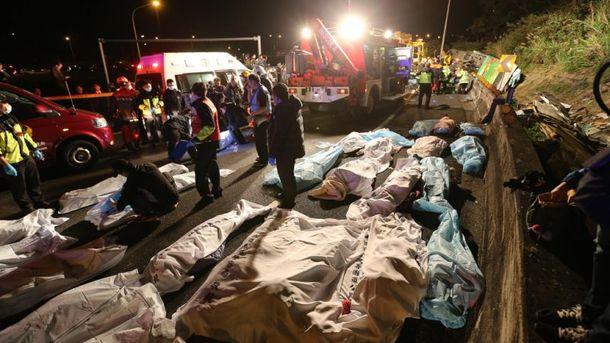 Более 30 человек погибли в ДТП с туристическим автобусом на Тайване