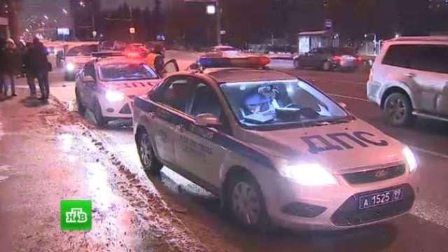 Автомобиль после ДТП сбил трех пешеходов на востоке Москвы
