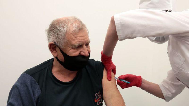 Российские вакцины защищают от всех известных штаммов COVID-19, утверждает Роспотребнадзор