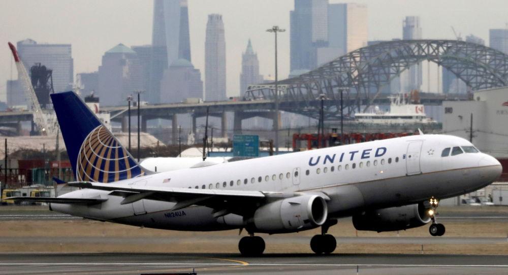 United Airlines теперь требует, чтобы все сотрудники в США прошли вакцинацию от COVID