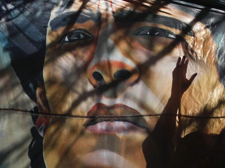 Поверенный медсестры, обвиняемой в смерти Марадоны, говорит, что врачи «убили Диего»