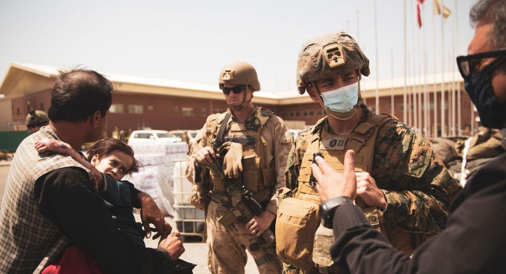 Белый дом заявляет, что американские войска дольше остаются в Кабуле перед «дополнительным риском» из-за Даиш
