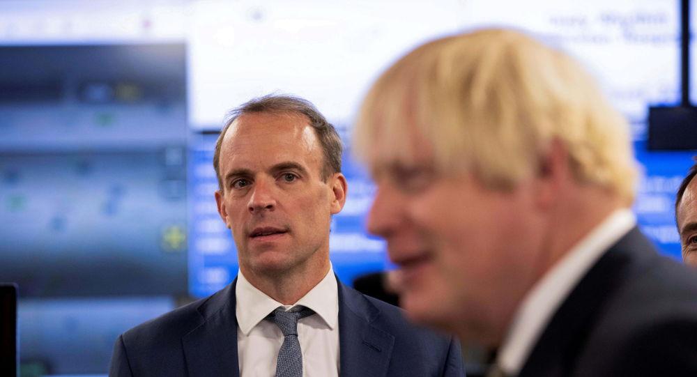 Министр иностранных дел заявил, что количество британцев, оставшихся в Афганистане, исчисляется «небольшими сотнями»