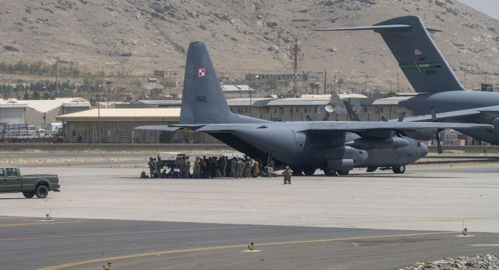 США эвакуировали 82300 человек из Кабула, «Талибан» взял на себя «обязательства» по обеспечению доступа к аэропорту, говорит Блинкен