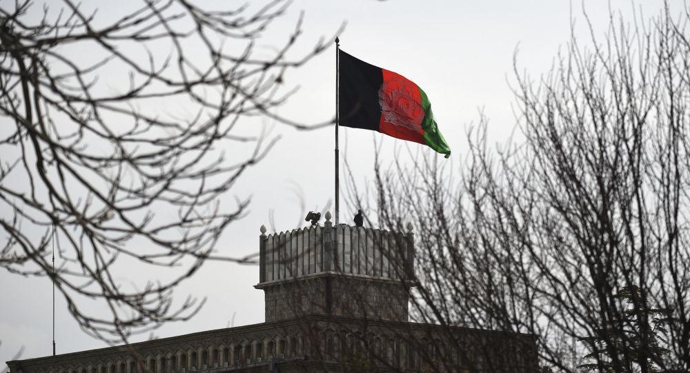 Сообщается о двух мощных взрывах возле посольства США, и президентского дворца в Кабуле