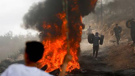 1 палестинец убит, 12, как сообщается, получили ранения в результате столкновения протестующих с израильскими войсками возле Наблуса
