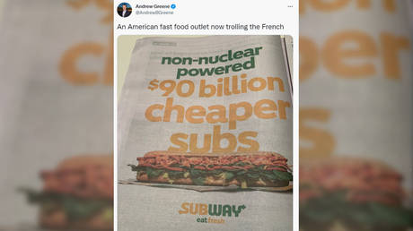 Бутерброды в метро высмеивают разногласия между Францией и AUKUS в отношении подводных лодок, рекламируя «подлодки дешевле на 90 миллиардов долларов»