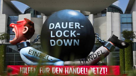 Facebook подвергает цензуре немецкое движение против изоляции в соответствии с новыми правилами, чтобы не дать реальным пользователям организовывать и распространять « вредные » идеи
