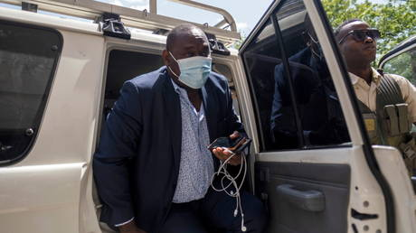 Главный прокурор Гаити УВОЛЬНЕН после попытки предъявить премьер-министру обвинение в предполагаемой причастности к убийству президента