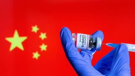 Китай полностью вакцинировал 1 МИЛЛИАРД своего населения от Covid