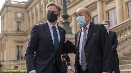 Министр иностранных дел Франции заявил, что для восстановления доверия потребуется время и действия США, Госдепартамент не упоминает об этом