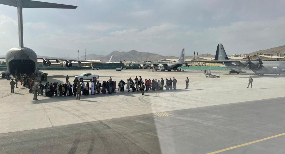 «Около 100» афганских эвакуированных, как сообщается, помечены за возможные связи с Талибаном и террористическими группировками