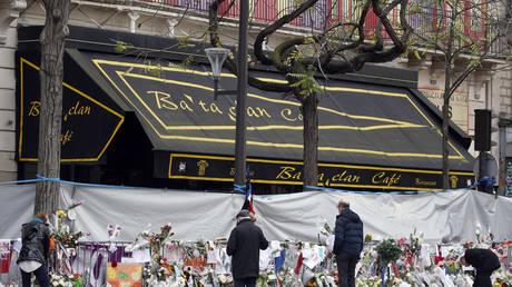 Последний выживший подозреваемый в терроризме из Батаклана предстал перед судом за убийство 130 человек, одного из 20 обвиняемых в теракте в Париже в 2015 году