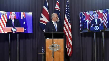 Премьер-министр Малайзии заявил, что AUKUS станет «катализатором гонки ядерных вооружений», поскольку экс-дипломат предупреждает, что Австралия теперь «изолирована» в регионе