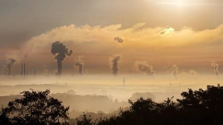 Проекты, продлевающие использование ископаемого топлива, получают на 21% больше средств, чем инициативы по чистому воздуху — отчет — RT World News
