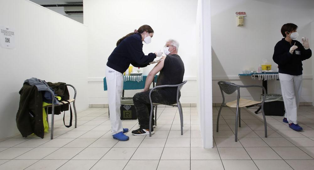 Сертификаты на вакцины защищают жизнь и снижают нагрузку на системы здравоохранения, утверждает ВОЗ в России