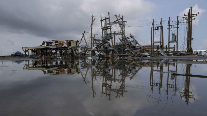 Сотни тысяч людей остались без электричества на неделе в Луизиане после разрушительного урагана Ида
