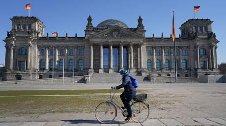 В Германии отменяют компенсацию в связи с карантином от COVID для невакцинированных работников