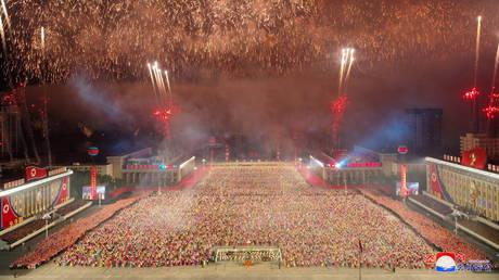 В Северной Корее прошел военизированный парад в честь 73-й годовщины своего существования