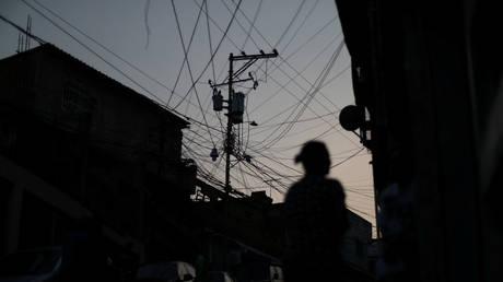 Венесуэла сообщает об очередном « террористическом нападении » на свою электрическую систему, когда в Каракасе и других районах произошли перебои в подаче электроэнергии