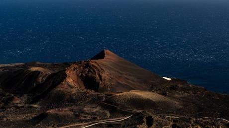 Власти Испании предупреждают о возможном извержении вулкана на курортном острове после 4 222 подземных толчков