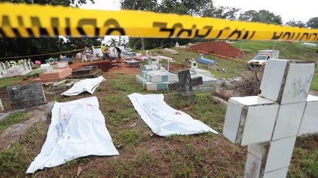 Панама эксгумировала тела из братской могилы во время поисков жертв вторжения США в 1989 году