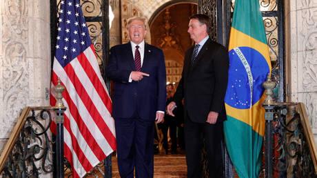 Трамп сказал, что Бразилии « повезло », что у Болсонару после голосования в Сенате по обвинению президента в « преступлениях против человечности » из-за происшествий с Ковидом