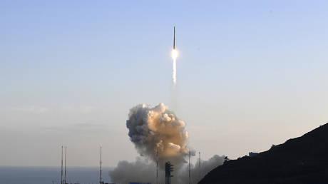 Запуск южнокорейской ракеты для вывода на орбиту фиктивного спутника неудачен