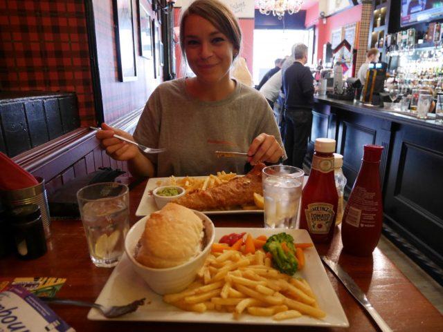 Déjeuner au pub