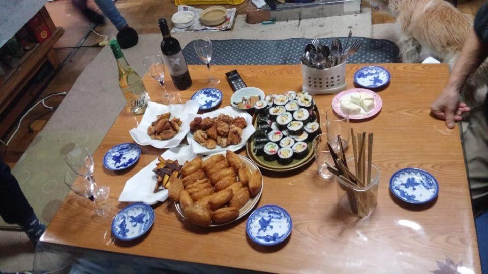 Ceci dit, pour notre départ, nous avons droit à un super repas de Noël à la japonaise préparé par sa fille, avec un très bon gâteau en dessert ! J'en suis reconnaissante.