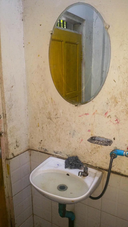 Toilettes sur l'aire de repos où s'arrête notre bus