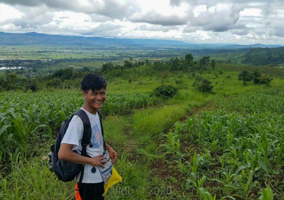 Notre guide Aung et son fabuleux sourire pendant notre randonnée ! - © dMb 2020