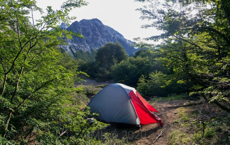 Notre tente à Jakob San Martin. 2020 © dMb