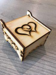 Ajándéktárgyak Gyűrű tartó doboz szívekkel