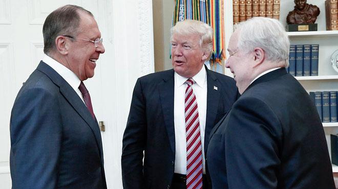 Donald Trump au cœur d'un nouveau scandale: il aurait révélé des informations classifiées aux Russes