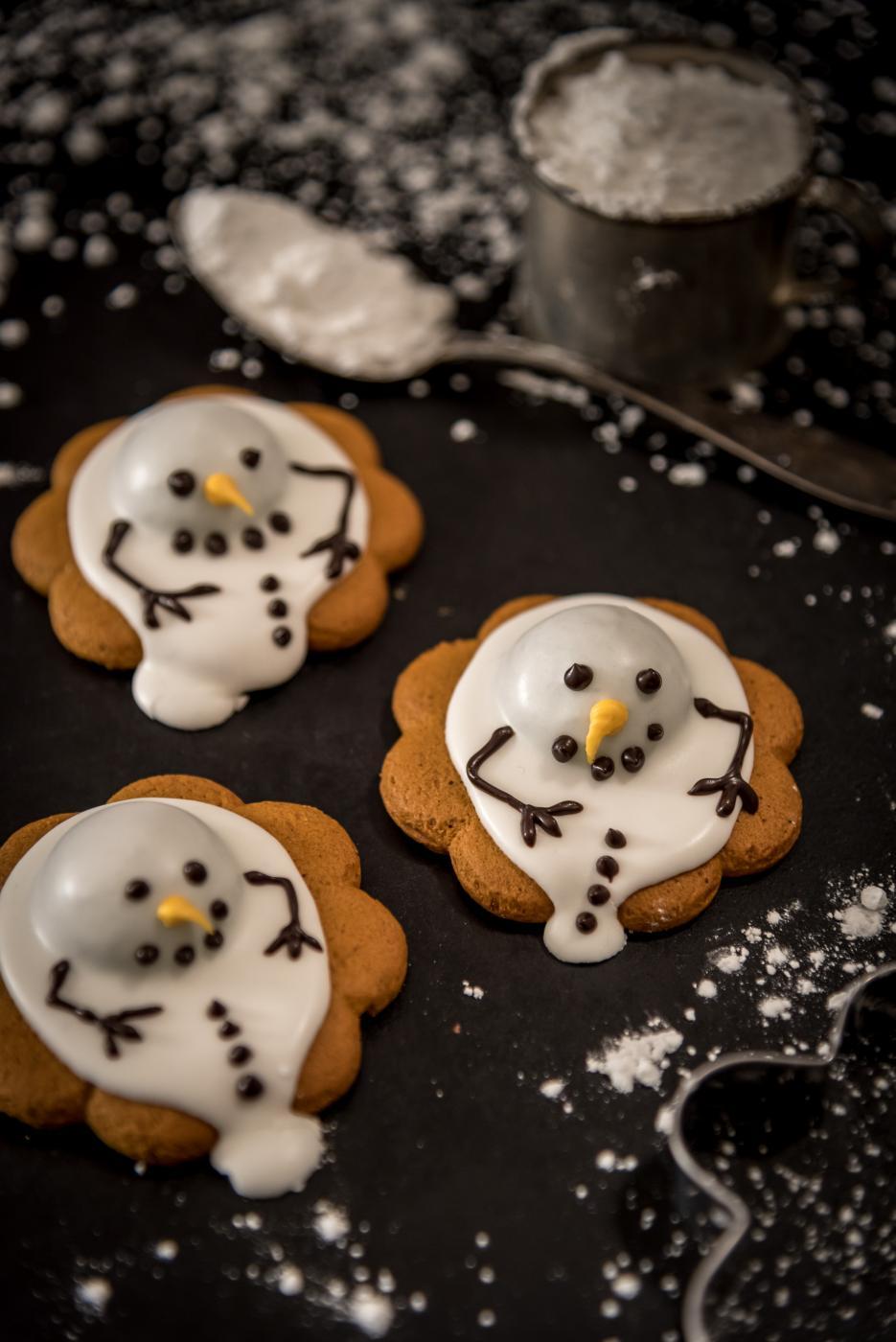 Lumiukot etelänlomalla eli sulaneet lumiukkopiparit