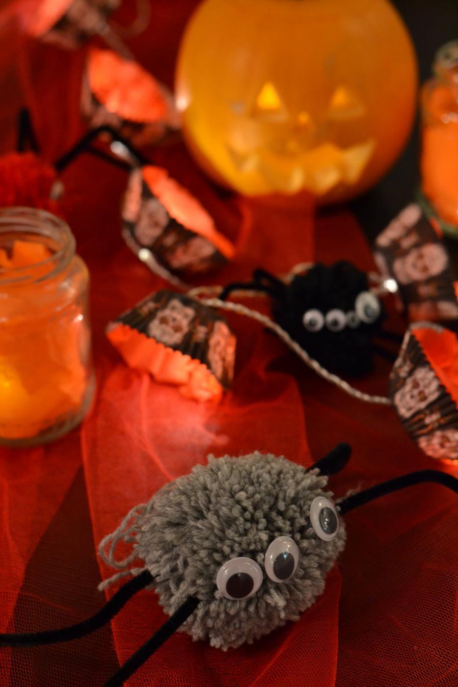 Lasten Halloween juhlien kattaus ja koristeet