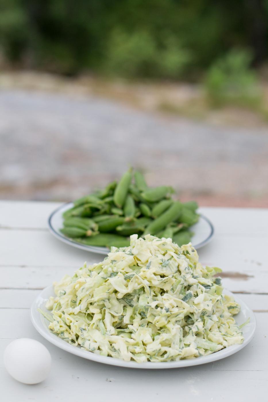 Varhaiskaalisalaatti ja Isoäidin salaatinkastike