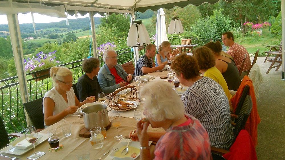Diner bij A-Rigaud op het terras met uitzicht over het dal