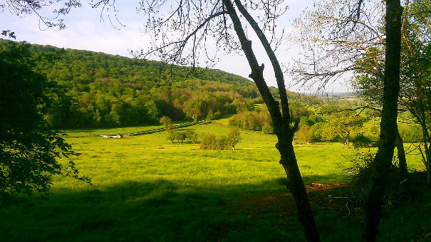 Uitzicht op het dal vanaf de Bron bij A-Rigaud